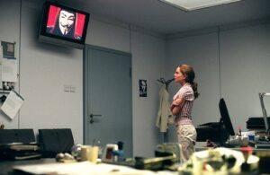 دانلود فیلم انتقام جو V For Vendetta 2005 با دوبله فارسی ایرانفیلیمو